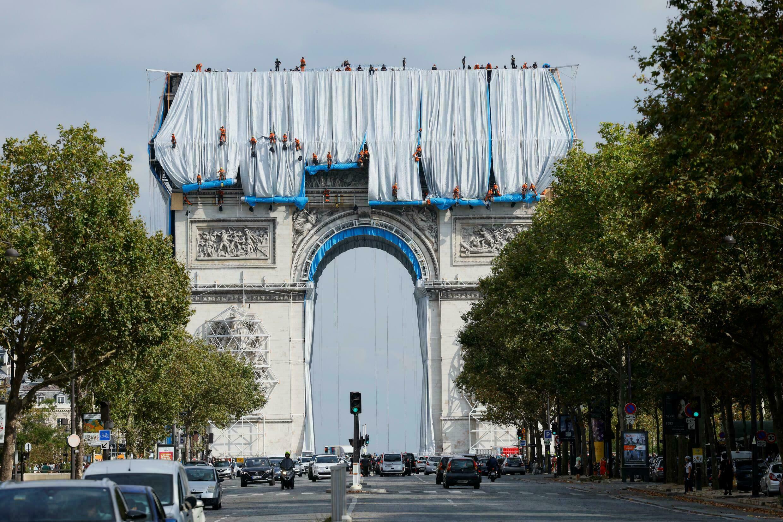 【视频】环境艺术家克里斯托的作品 包裹的凯旋门